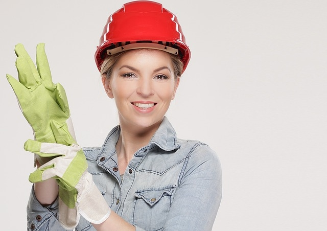 woman-2759487_640 - building construction.jpg
