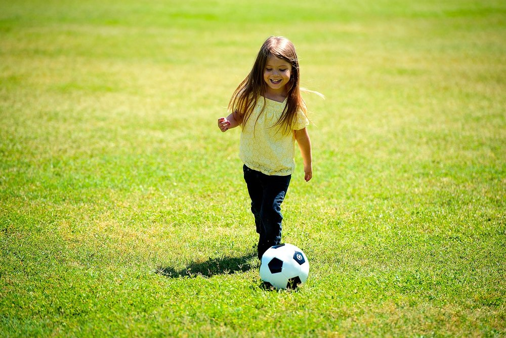 girl-1004432_1280 - soccer playing girl.jpg