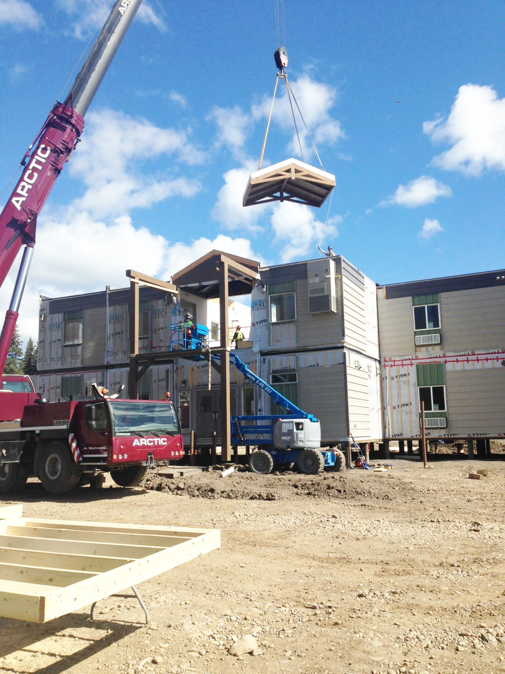34-Bed-Operators-Lodge-Craning.jpg