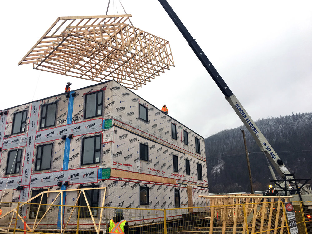 Photo - Craning of supportive housing modules (Smithers, B.C., November 2018)