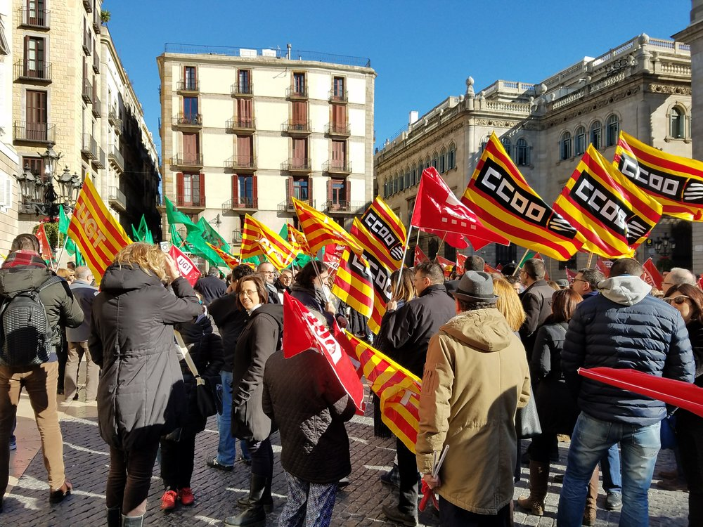 Just a garden variety political protest in front of the Palau de la Generalitat de Catalunya, where the President of Catalunya works.