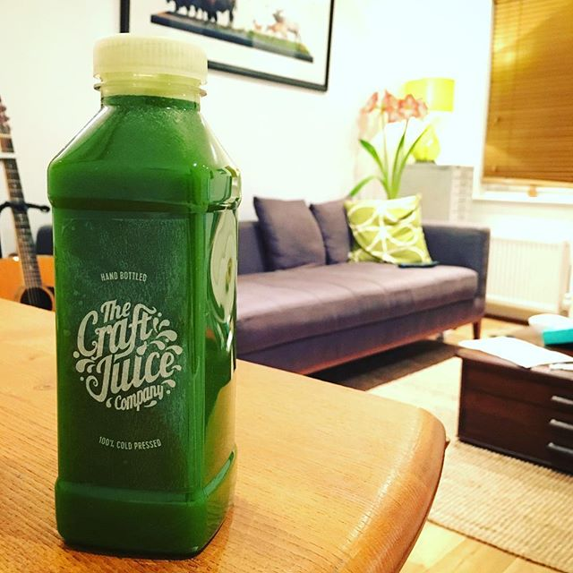 Mid afternoon juice boost. #coldpressedjuice #green #farmtofridge #glutenfree #orderonline #cleanse #joshkeyes #coldpressed #london #vegan #interior #style #home #craftjuiceco #guitar