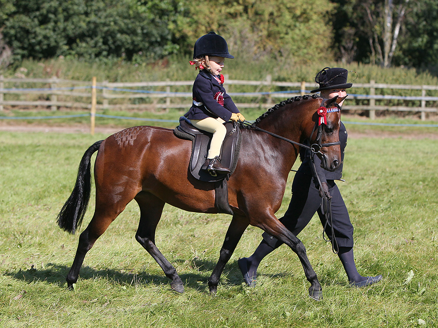 Izzy Walker and Swanlow Lucky May (Credit: First Class Image)
