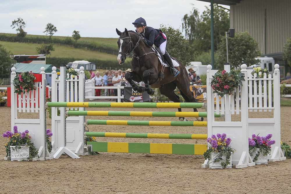 Winner of the Recover CCI*, Amy Crerar and Sankro