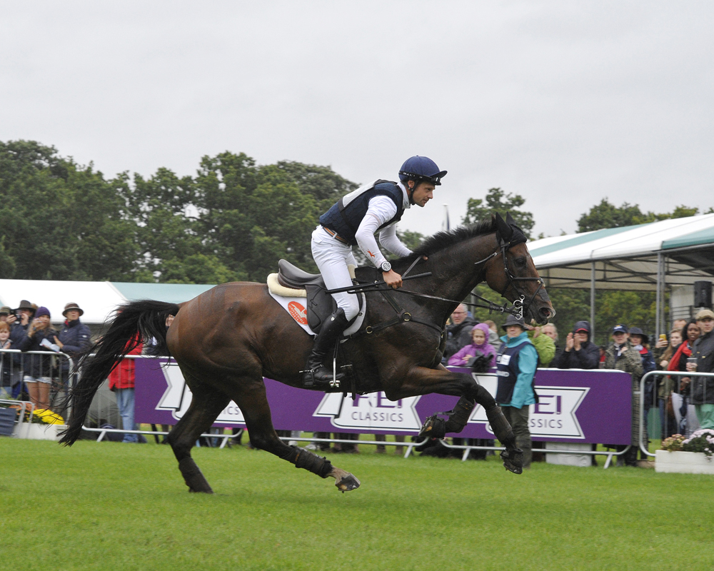 Christopher Burton (AUS) and Nobilis 18 easily retain their lead after an influential cross-country day at the Land Rover Burghley Horse Trials, final leg of the FEI Classics™ 2015/2016 (Trevor Meeks/FEI)