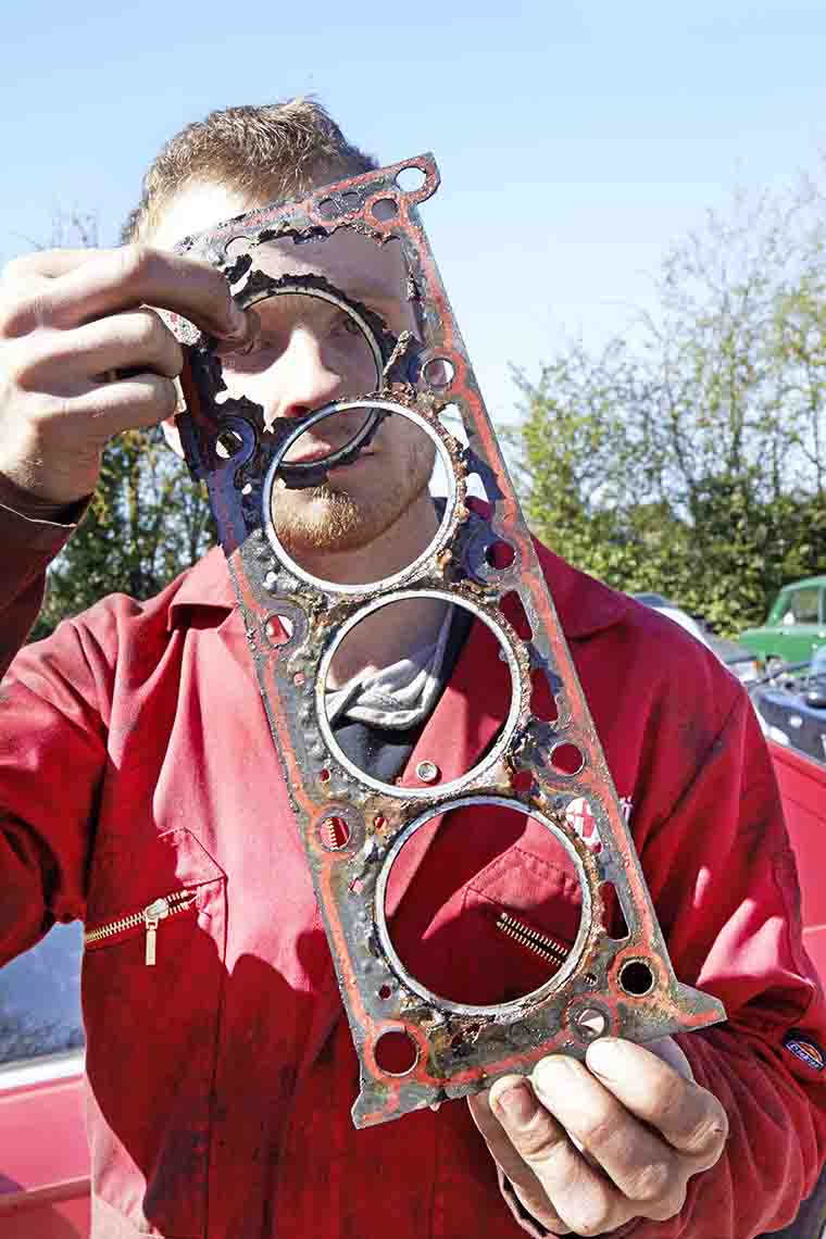 Knackered gasket 1.jpg