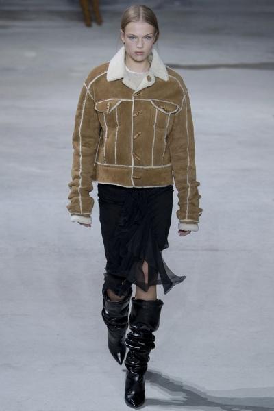 BORREGO - Una de las prendas must de la temporada. Esta propuesta de Yves Saint Laurent, con un look muy