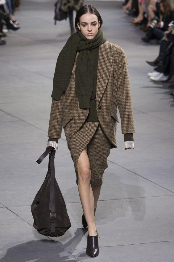 BLAZER XXL - Liso o estampado, el blazer es una prenda imprescindible para el entretiempo. La propuesta de Michael Kors, con el estampado típico de la campiña inglesa, es un claro ejemplo de tendencia.