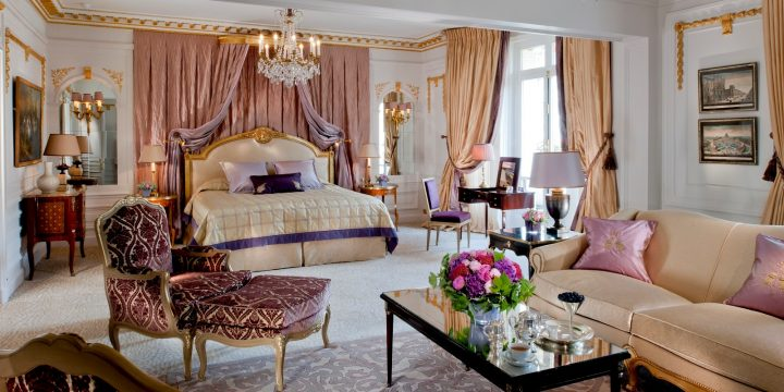 bedroom-in-the-royal-suite-at-hotel-plaza-athenee-720x360.jpg