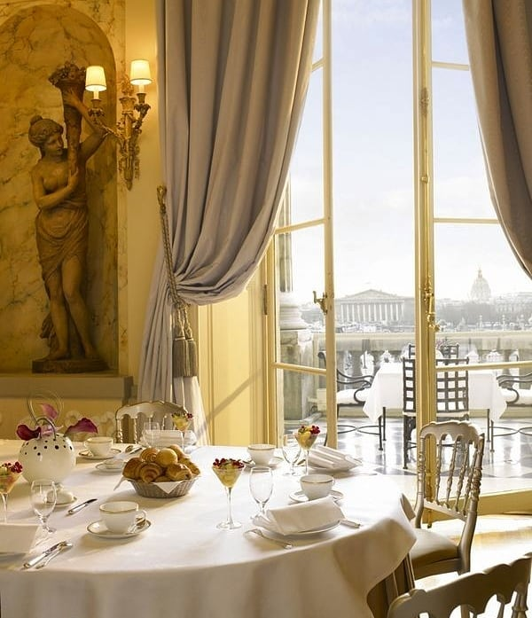 Desayunos elegantes en el Hôtel de Crillon, uno de los mejores de París, la mejor forma de afrontar el jueves. Buenos días! 😊☕🥐📸😍😊 @rwcrillon #thursday #jueves #goodmorning #bonjour #buenosdias #breakfast #breakfasttime #breakfastlover #breakfastwithview #coffee #coffeetime #paris #parisianlife #hoteldecrillon #luxury #elegance #luxurylifestyle #luxuryhotel #instapic #instamoment #instabreakfast #instatravel #travel #travelingram #traveller #travelpic #travelworld #globetrotter #top #blackpeonia