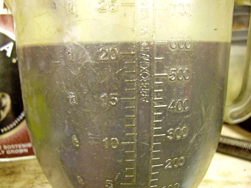 2.  Fill a measuring jug up to a clear level mark (here 600cc) with light oil; you'll need to tip it out after and a teaspoon of 10/40 left will seep past the rings easier than SAE 50...