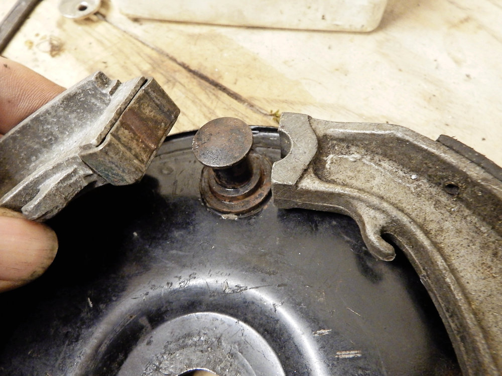 Later-style floating brake shoe is an improvement on the earlier design.