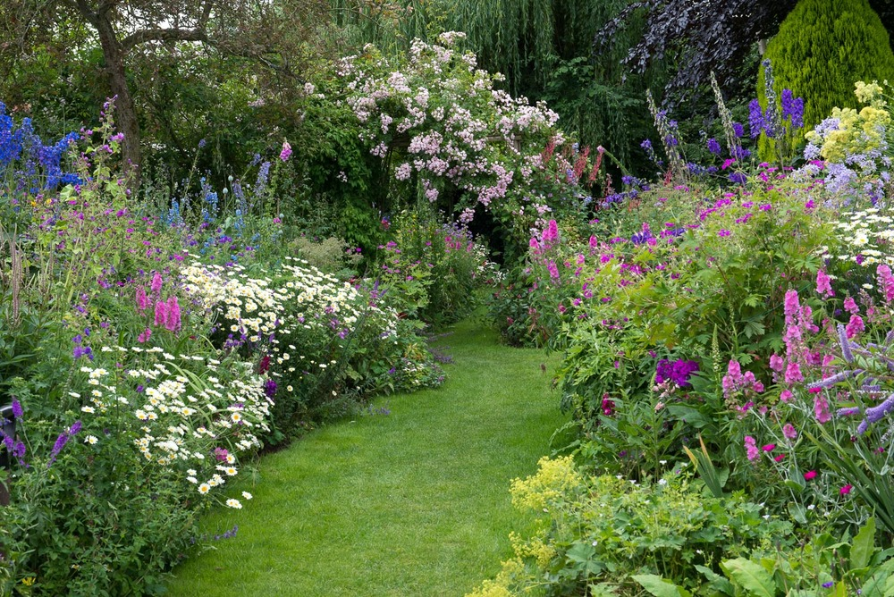 An English Cottage Garden Landscape Magazine