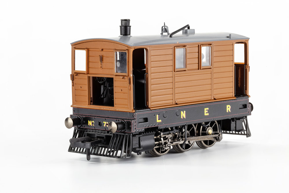 MR-208 no. 7126 lner lined livery, no skirts
