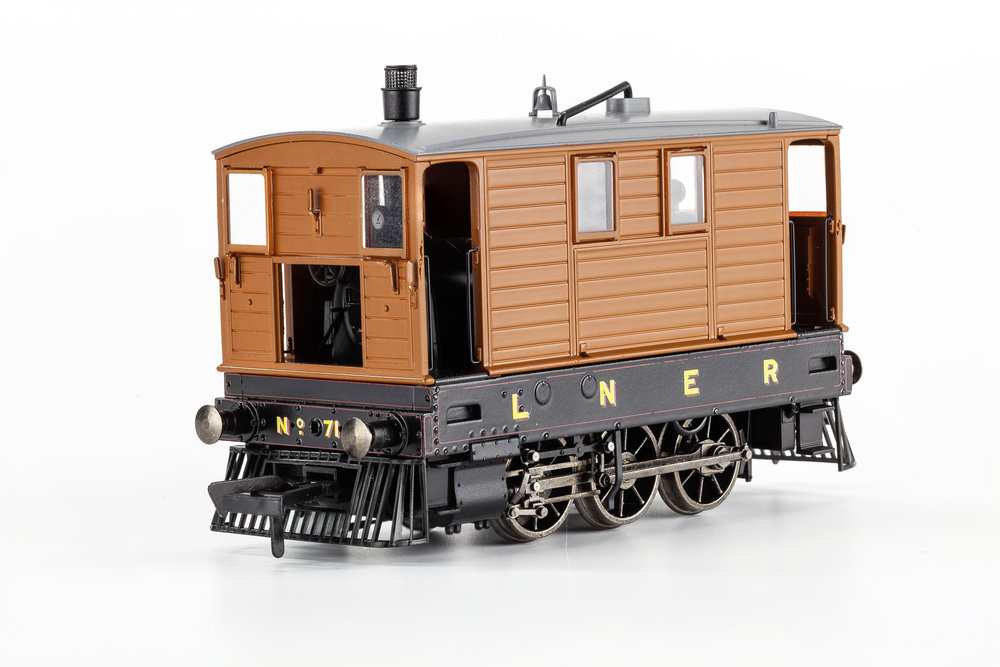 mr-210 no. 7139 lner lined livery, cowcatchers only