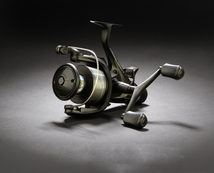 Shimano%20Baitrunner%20Aero%208000RE%20reel%20on%20black.JPG