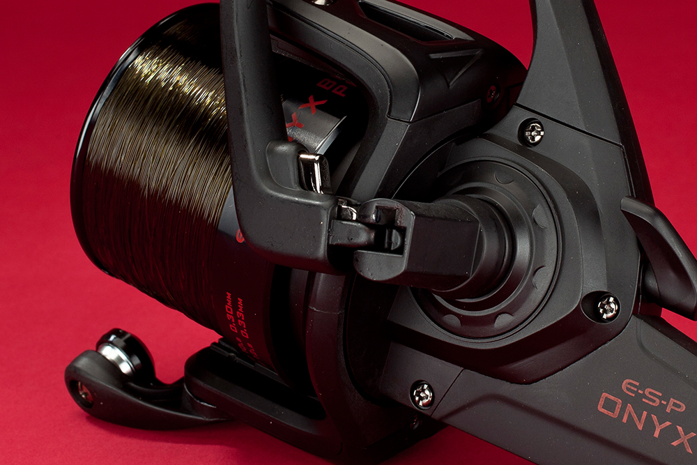 The old-school flat-fold handle system is perfect for close-fitting reel set-ups