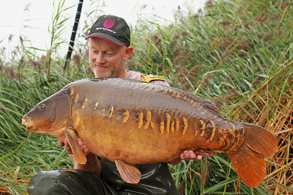 Jon cradles the Scattered Lin at 42lb 6oz.