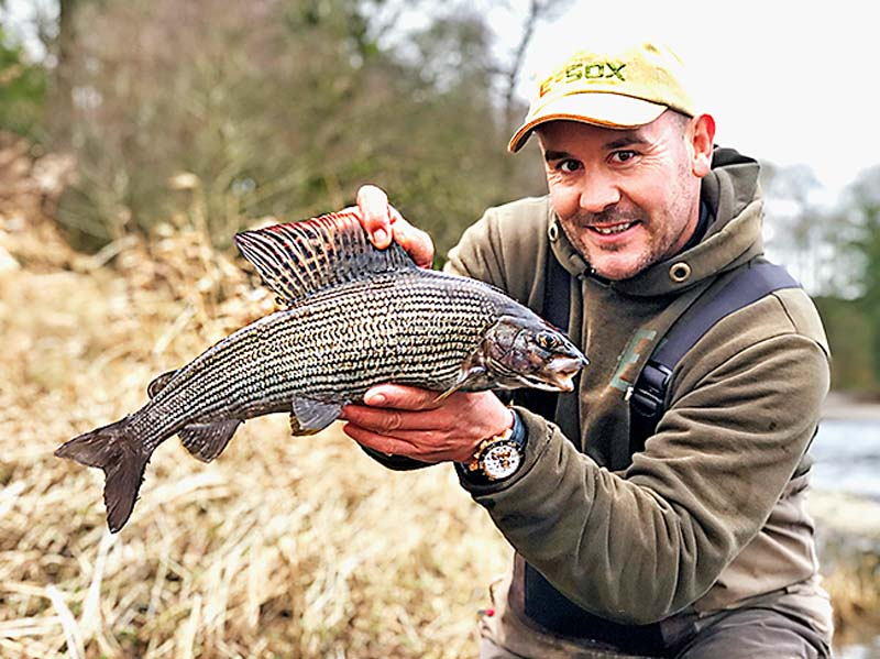 Simon Ashton 3lb 1oz grayling.jpg