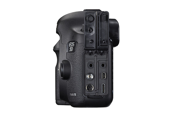 EOS 5D mIII SIDE RIGHT OUTPUT TERMINALS.jpg