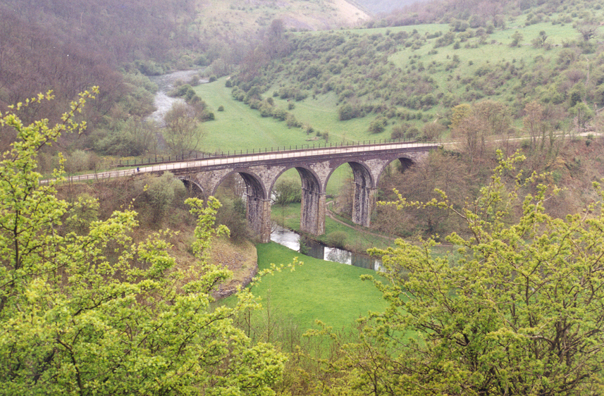Derbyshire%20Countryside%20view%20(Monsal%20Head).jpg