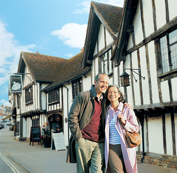 Suffolk%20LAVENHAM_COUPLE.jpg