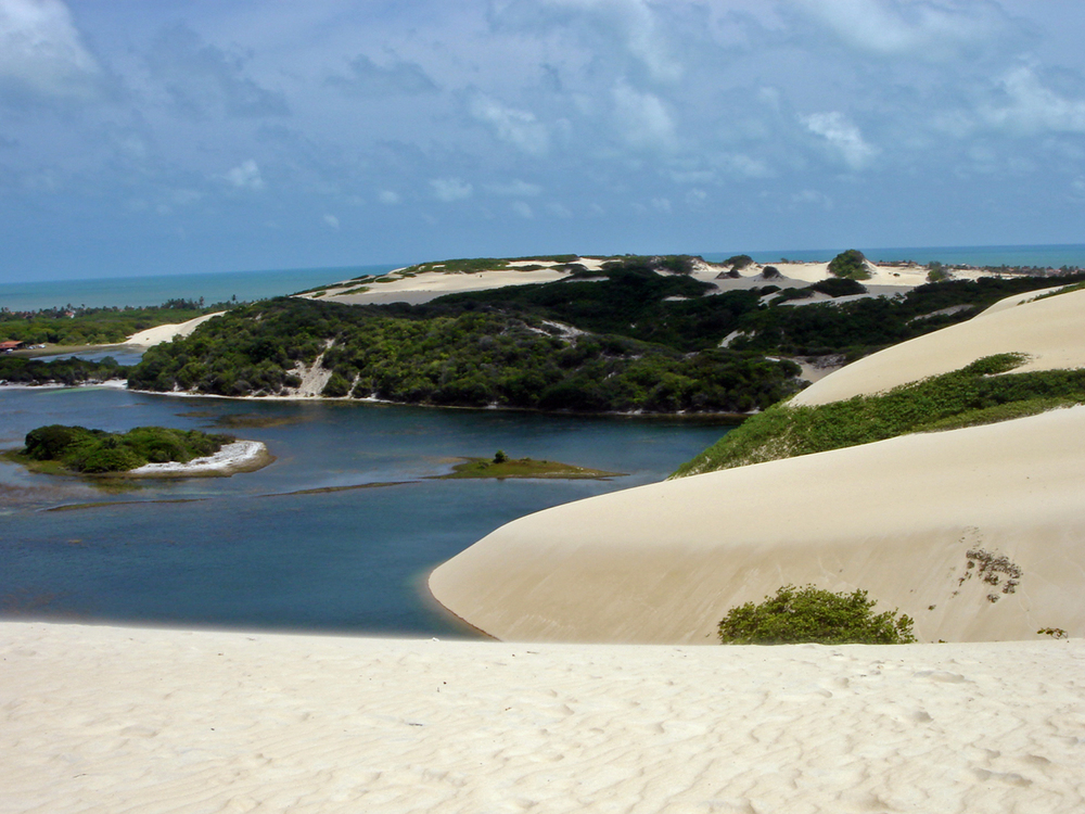 Genipab%20Beach%20and%20dunes,%20near%20Natal,%20Rio%20Grande%20do%20Norte,%20by%20Mariordo.jpg