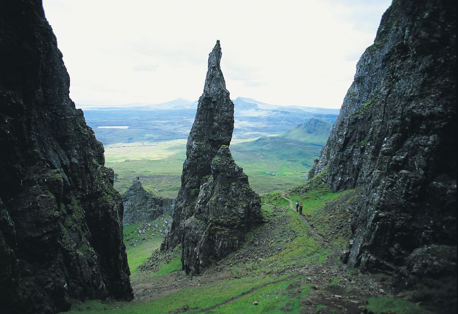8792@Isle%20of%20Skye,%20situated%20of.jpg