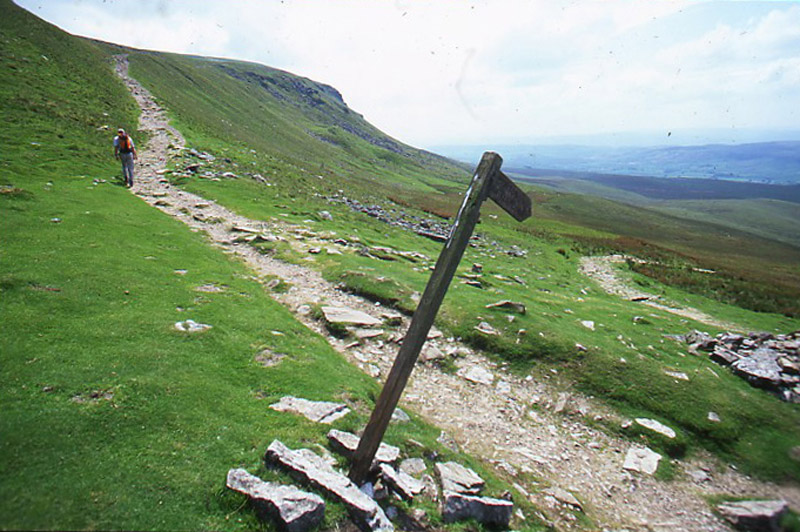The%20Pennine%20Way%20crosses%20Penyghent.jpg