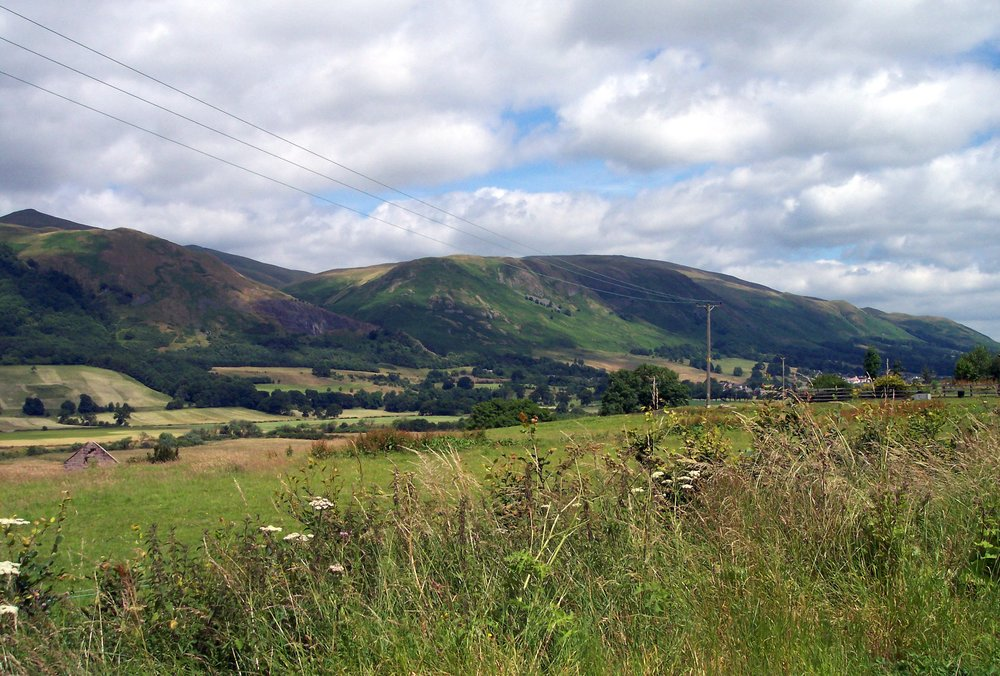 The%20Ochil%20Hills%20as%20seen%20from%20southwest%20of%20Tillicoultry%20by%20Hellinterface.jpg