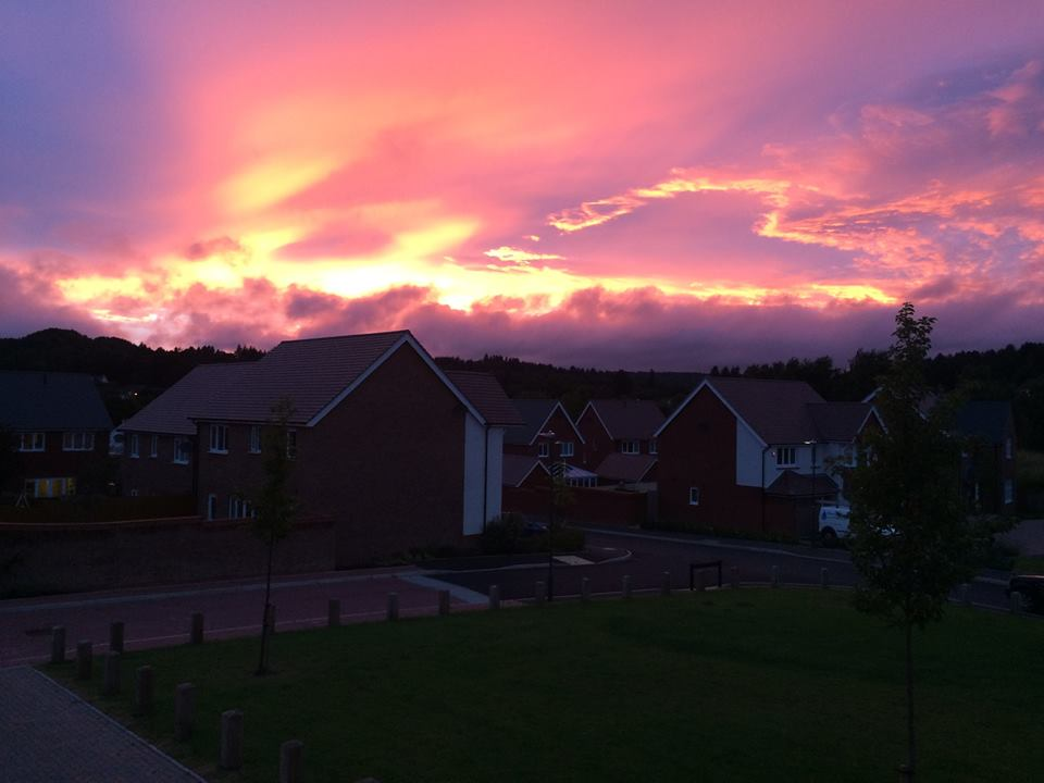 Lesley Williams: Lovely sky over my house this evening, like a big heart, so sending you all lots of love