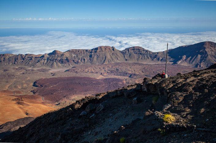 From the lava terrace of the Refugio de Altavista the enormous caldera of Los Cañadas del Teide is unmistakeable.