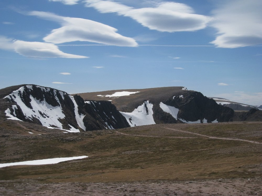 A general image of Coire an-t Sneachda. Fingers Ridge is in profile in the centre of the photo and Pygmy Ridge can be seen profiled to its left.