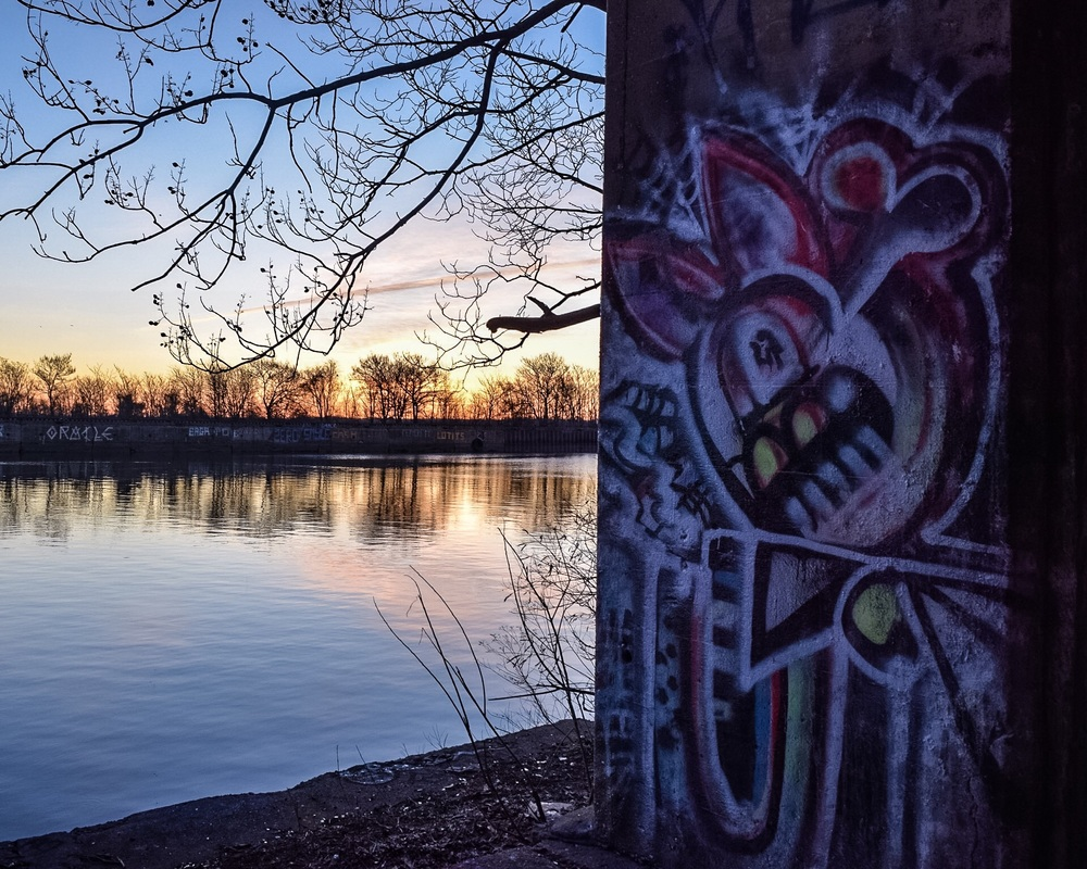 Instagram features more than 3500 photos geotagged to Graffiti Pier. None of the art featured in the oldest photos remains today.