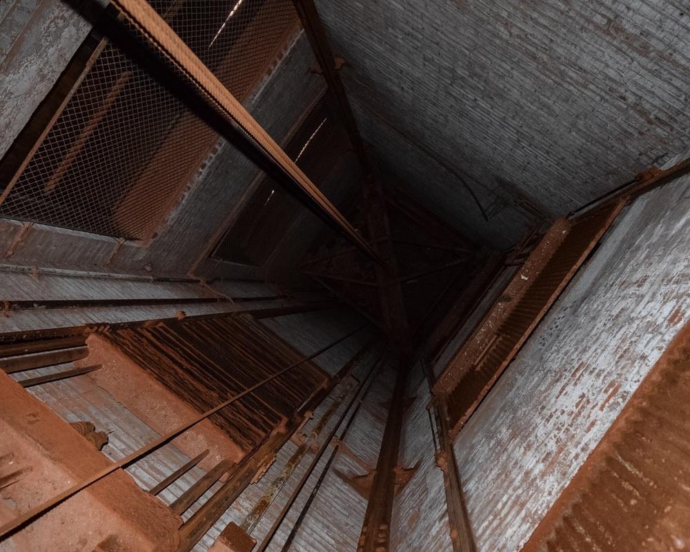 Down elevator