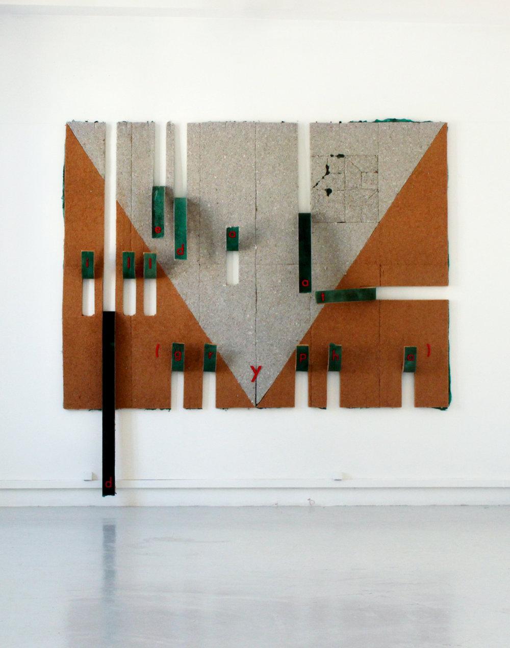 1. Violette Astier,  Machine à écrire : dedat illa(grypho) , 2014. Panneaux isolants, latex teinté, plexiglas, fil de cuivre, 327 x 280 x 22 cm.