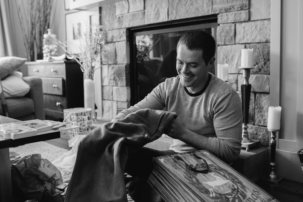 man opening christmas presents - uxbridge in-home photography