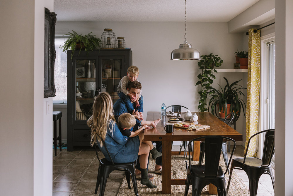 family of four with 2 young blonde brothers sitting at kitchen table - markham lifestyle photography