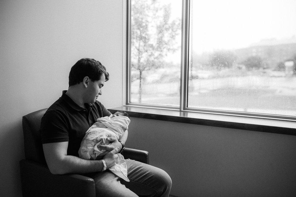 Toronto_Newborn_Photographer-10.jpg