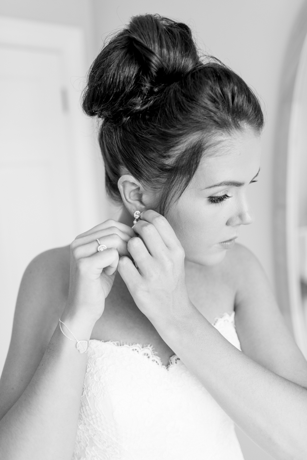 bride putting on her earings