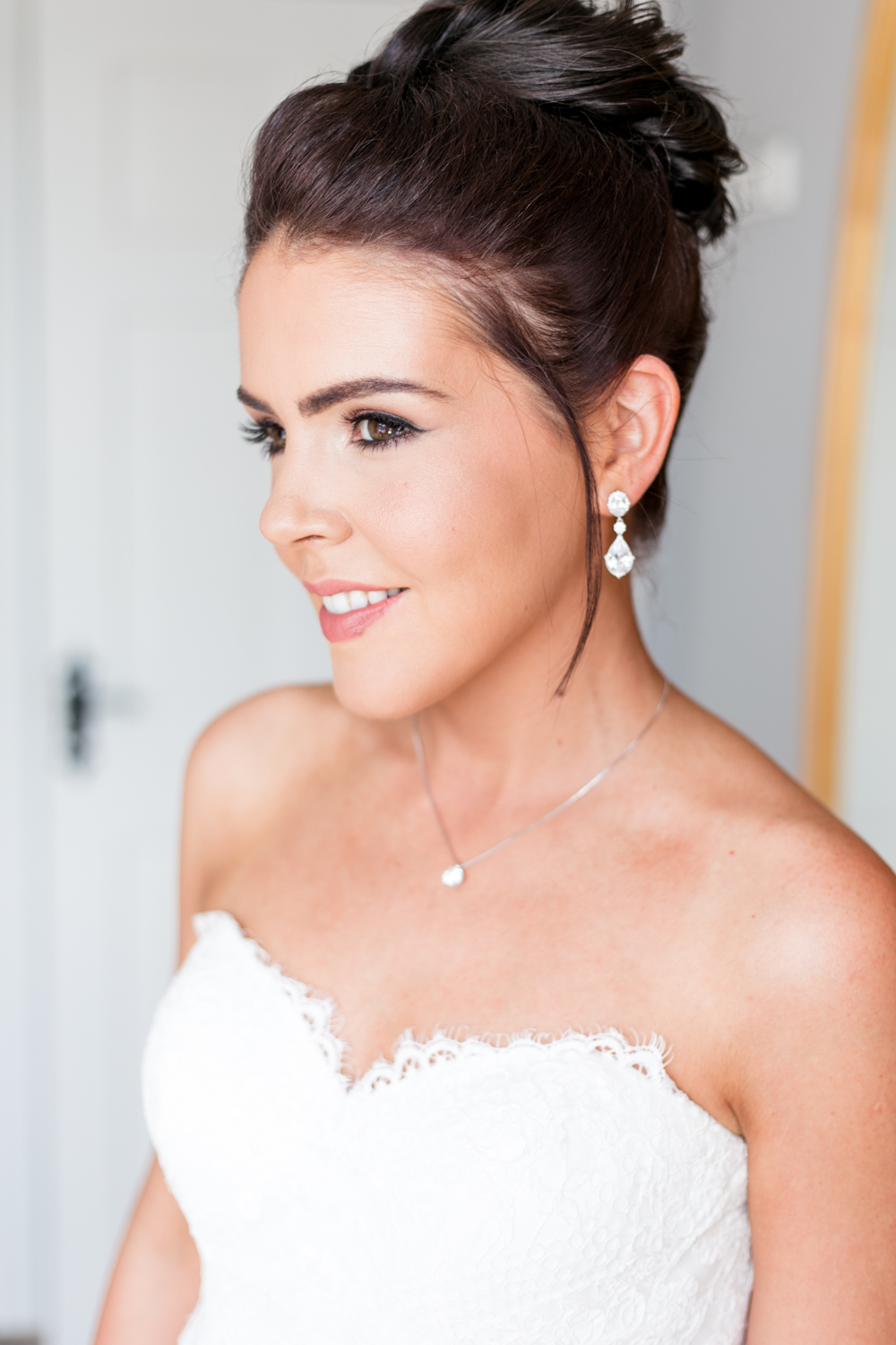 high hair bun for the wedding hairstyle