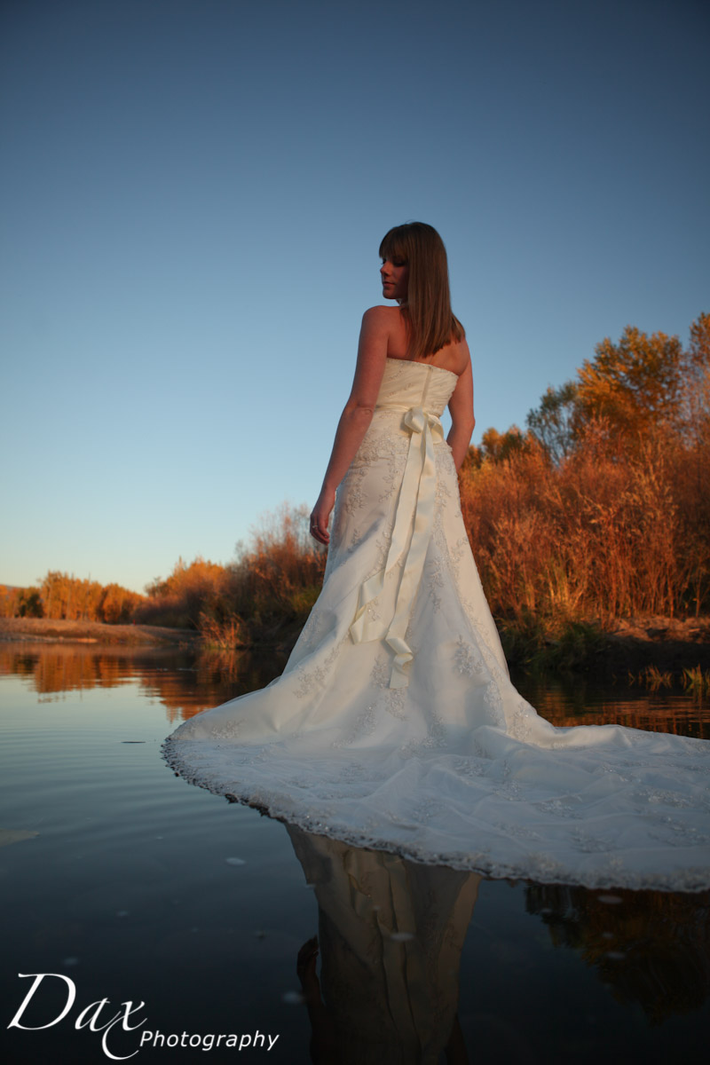 wpid-Trash-the-dress-in-the-fall-9902.jpg