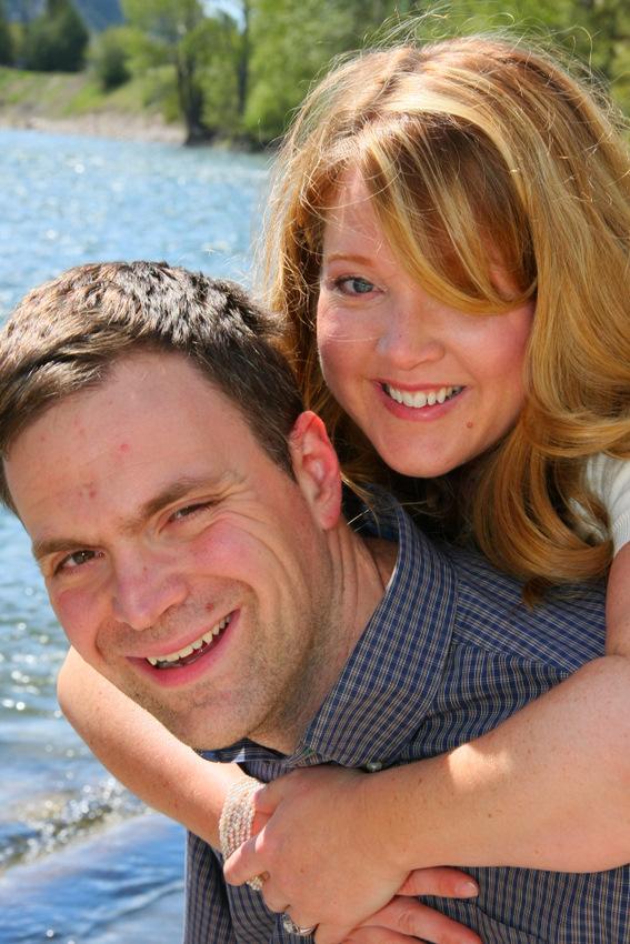 engagement portrait couple smiling