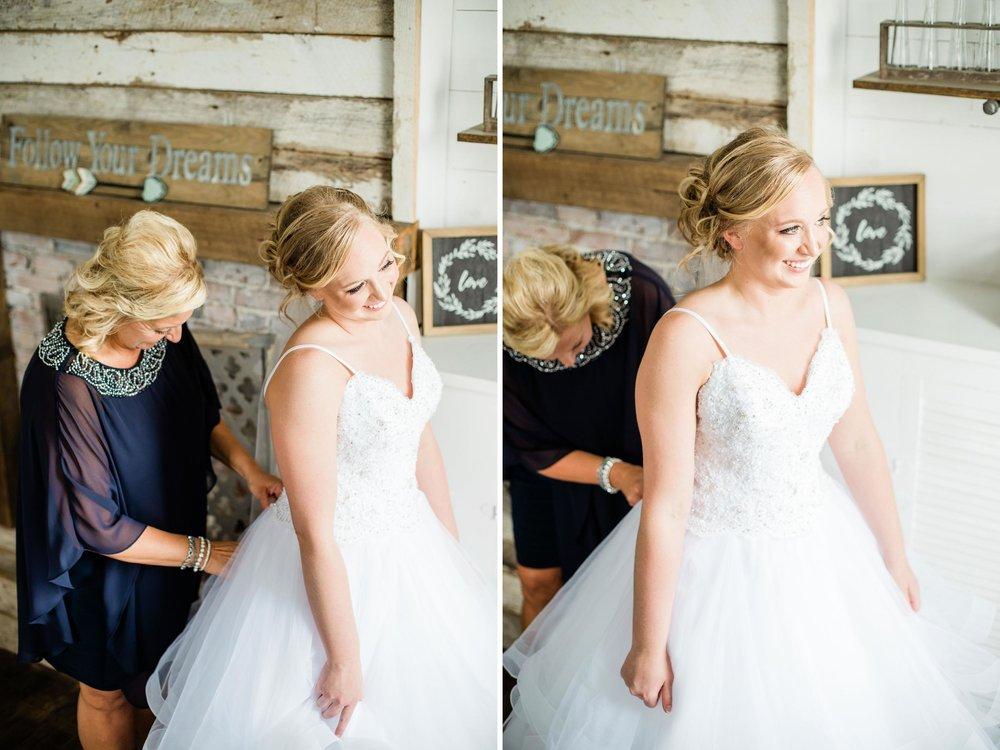 buckeye barn wedding photographer.jpg