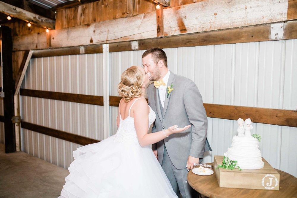 r buckeye barn southwest ohio wedding photographer-3.jpg