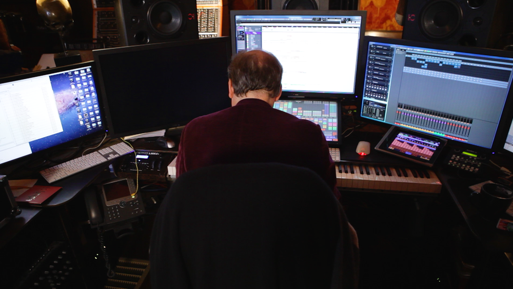 Copy-of-SCORE_A_FILM_MUSIC_DOCUMENTARY_Legendary_film_composer_Hans_Zimmer_Playing_at_Keyboard_Photo_by_Matt_Schrader1.png