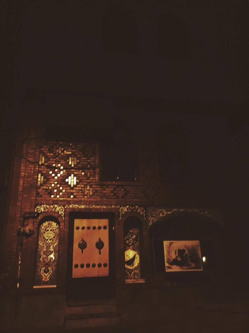 Through a late night stroll with a few special people I came across a Mosque in a corner of a small street that was all lit up.