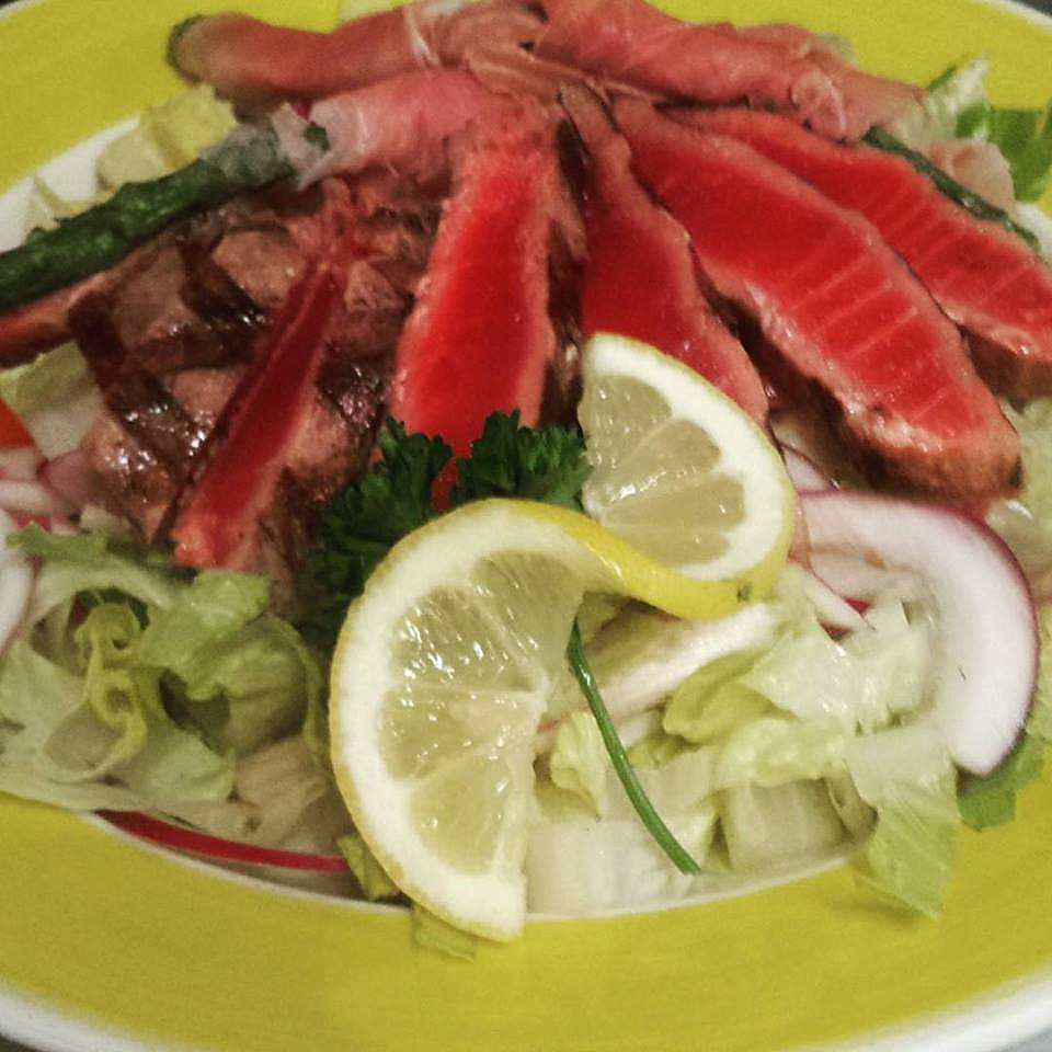 Fresh Tuna and Tomato Salad