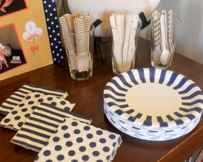 Navy and white plates and napkins paired with gold stamped utensils for the win!