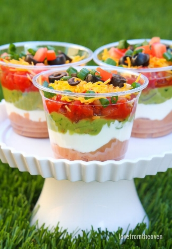 http://www.lovefromtheoven.com 7 layer dip in a cup